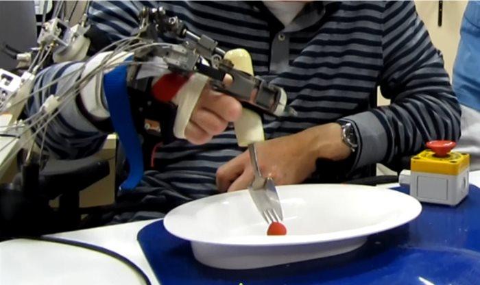 guanto robotico